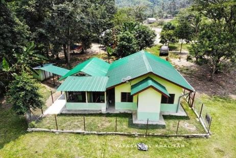 Bantuan pembangunan infrastruktur seperti Surau, dewan, projek mini hidro, projek air terawat, projek solar