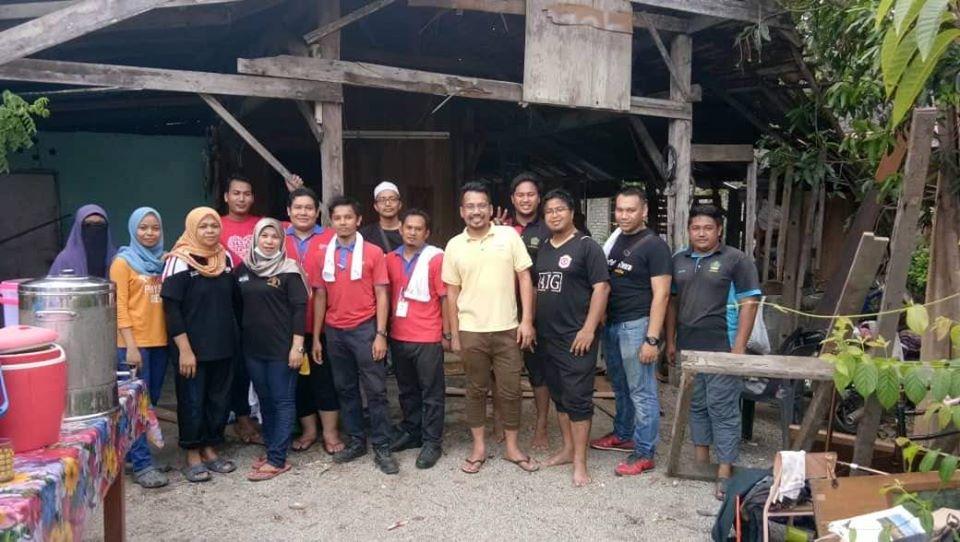 Program gotong-royong untuk membersih dan menceriakan sebuah rumah asnaf di Kok Pasir, Tumpat