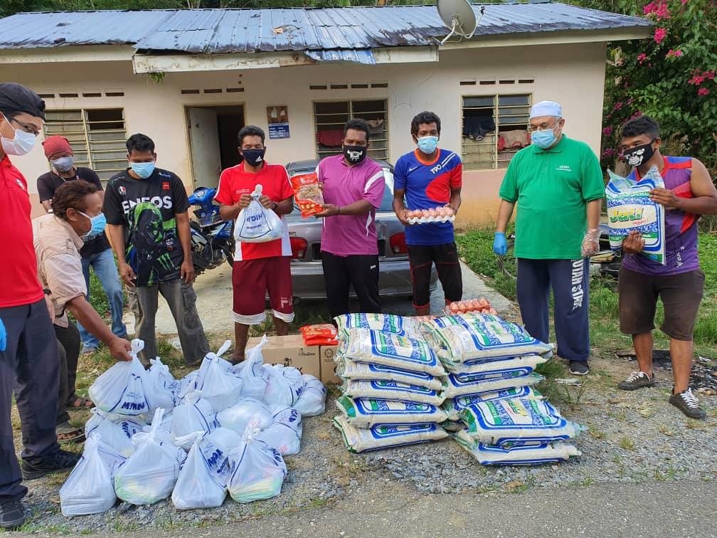 Sumbangan 350 famili kit kepada Pos Tuel..