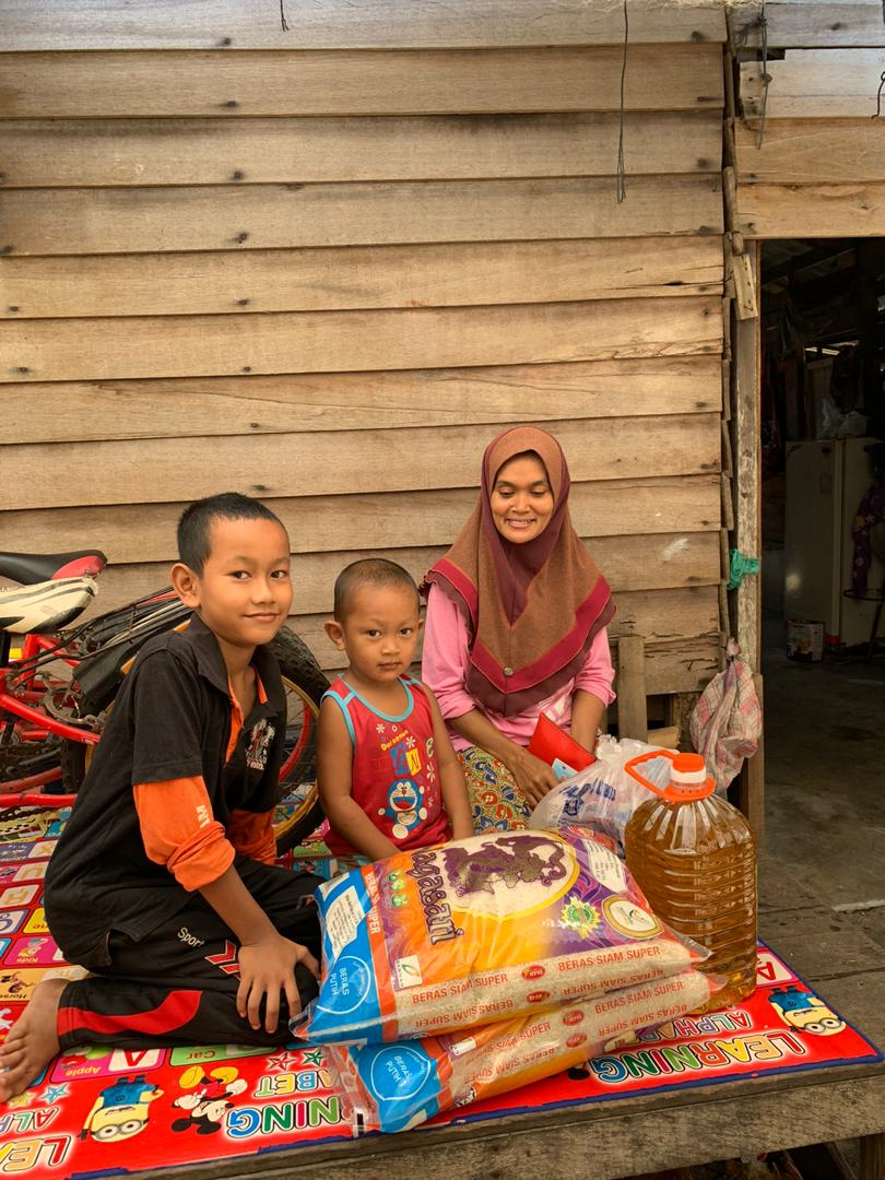 Pembahagian zakat kepada 100 buah rumah di Pulau Kundur