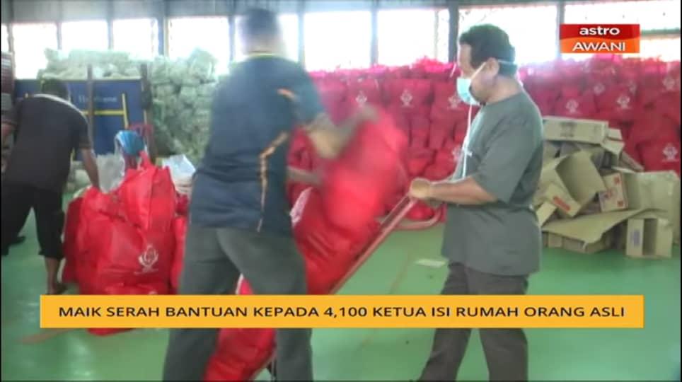 Membantu MAIK menghantar sumbangan Raya kepada penduduk Orang Asli Pos Balar pedalaman Gua Musang Kelantan
