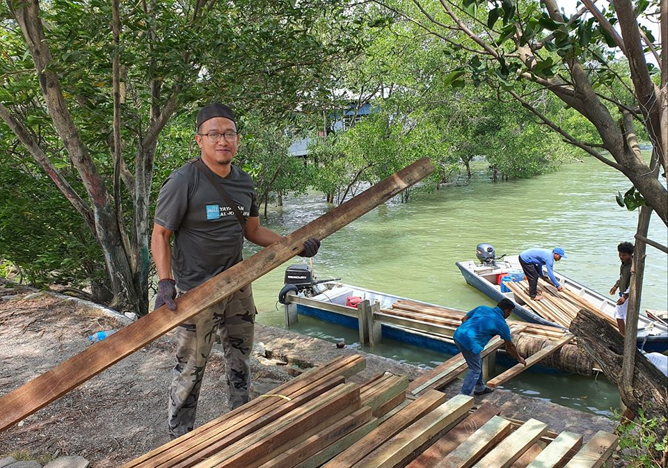 Video misi hantar barang binaan dengan bot